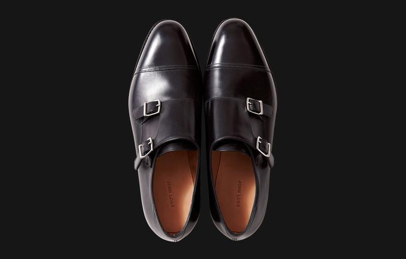 稀代の洒落者の足元を飾った/ダブルモンクの名作。洒落者として知られたウィンザー公からオーダーを受け、同ブランドの二代目当主であったウィリアム・ロブ氏が制作を手がけたという逸話をもつ一足です。/ジョン ロブ(ジョン ロブ ジャパン)