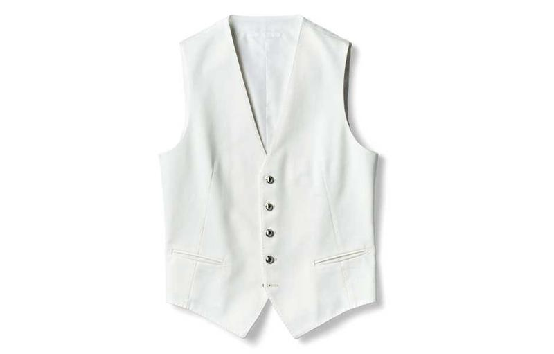 どんなスタイルもリッチにキマる白ジレ 3万2000円/タリアトーレ(買えるLEON)