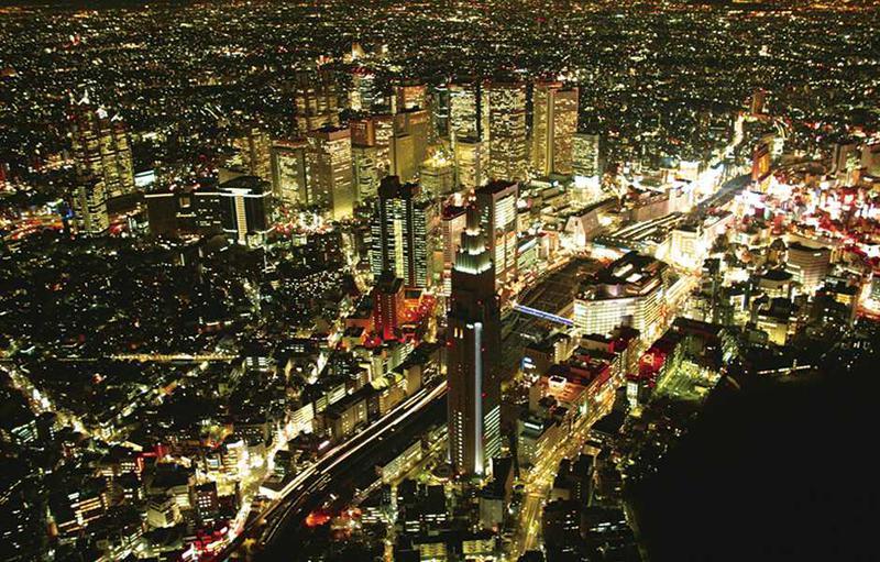 男女ペアには1番人気の「2大タワー遊覧コース」 。新宿の夜景はどことなくニューヨーク?