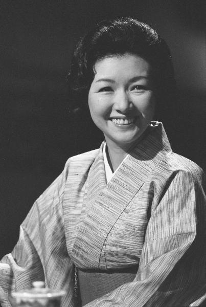 高峰秀子さん(1924年~2010年)/日本を代表する女優として知られ、戦前から活躍。代表作に『浮雲』、『カルメン故郷に帰る』、『二十四の瞳』、『喜びも悲しみも幾歳月』、『名もなく貧しく美しく』などがある。エッセイストとしても活躍し著書多数。