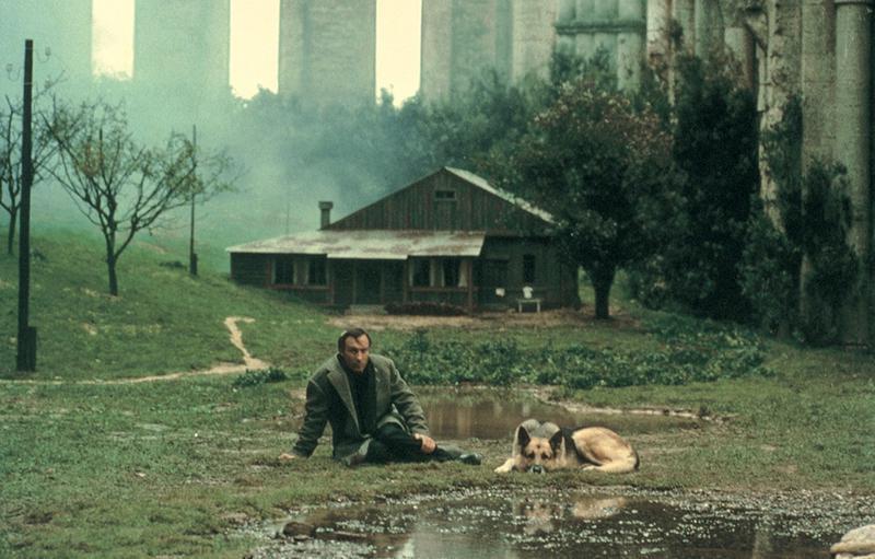 アンドレイ・タルコフスキー監督作品『ノスタルジア』でのワンシーン。(C)1983 RAI-Radiotelevisione Italiana. Licensed by RAI COM-Roma-Italy,All Right Reserved.