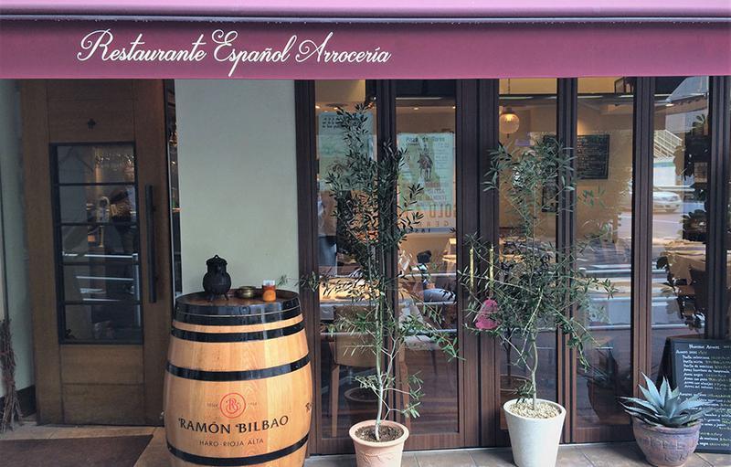 角地に面した店舗は、適度な規模感で入りやすい雰囲気。