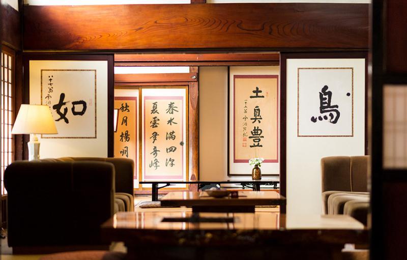 """将棋の「竜王戦」でも使用されるぐらい、随所に""""日本の宿""""の情緒がある。"""
