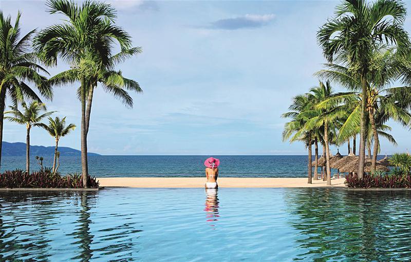 宿泊客しか利用できな広大なプライベートビーチは贅沢な気分を与えてくれます。