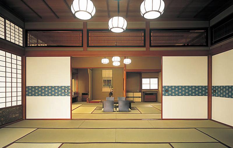 天皇皇后両陛下がご滞在された絶景の貴賓室「七重八重之間」も宿泊可能。