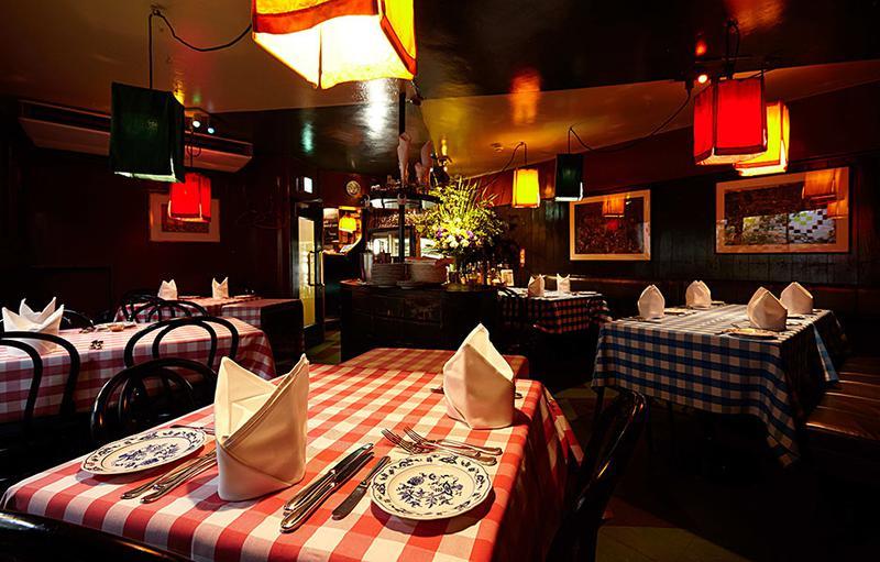 「キャンティ」は1960年に開業した日本におけるイタリアンレストランの草分け。単なるレストランではなく、知識人や芸術家、芸能人といった時代の先端を行く人たちの集うサロンとしての役割を担っていました。