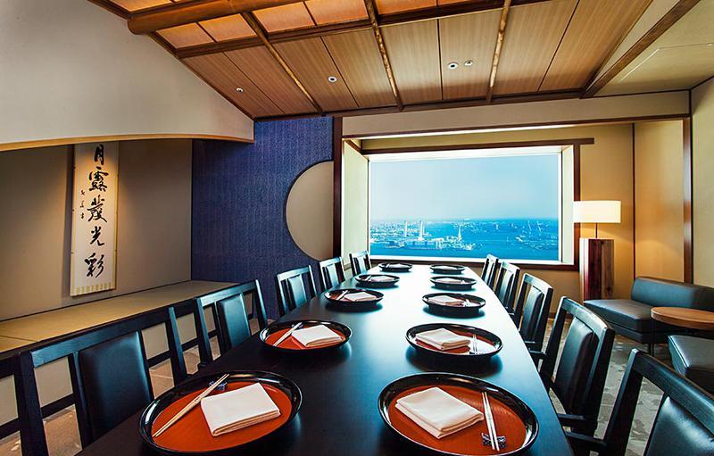4人から利用できる個室からは横浜港を見渡せます