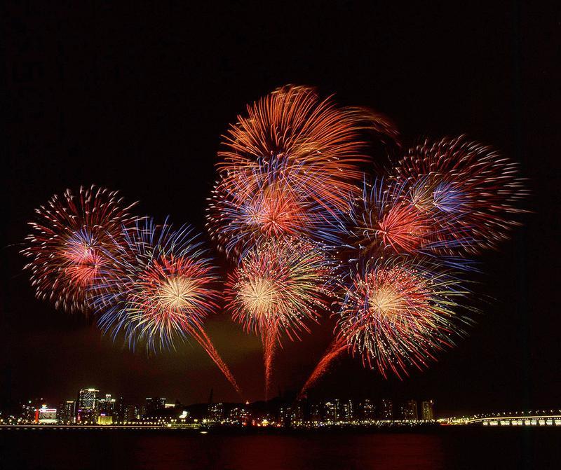 マカオ国際花火コンテスト。ド派手な演出は圧巻。