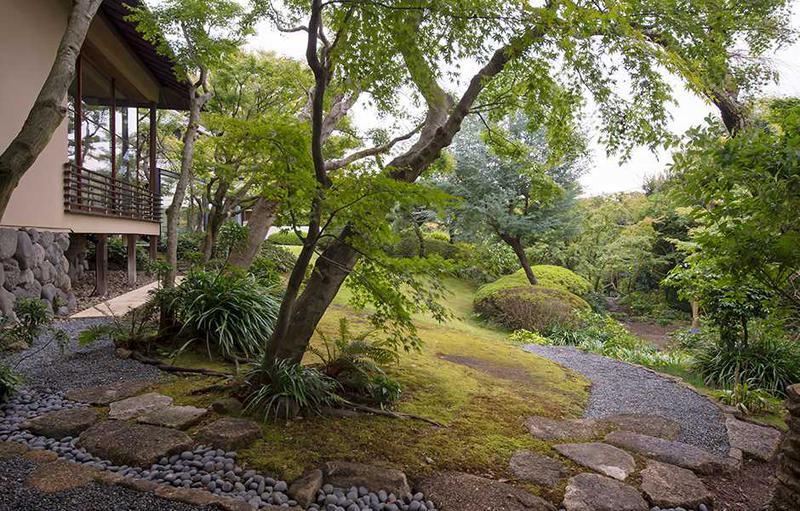美しい庭園で、ふたりきりのロマンチックな時間をお過ごしくださいませ。