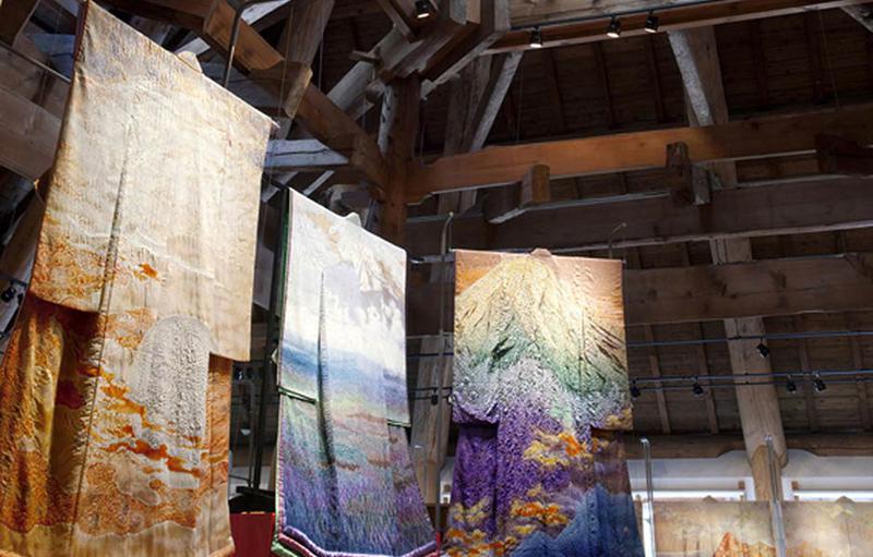 本館に展示されている久保田一竹の作品