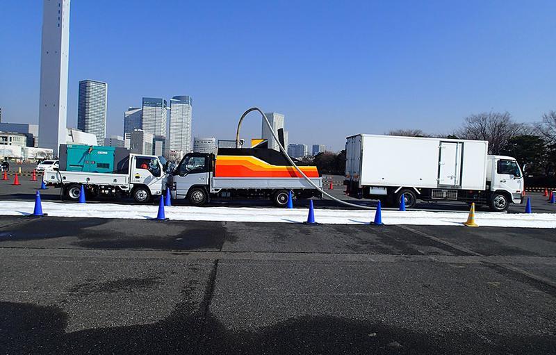 SNO-LA 降雪マシン搭載トラック