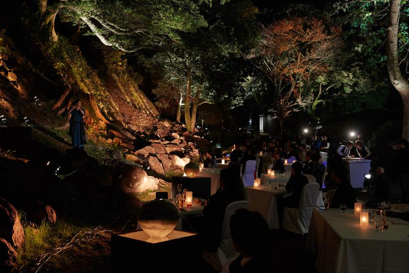 """日本のどこかで数日だけオープンする、プレミアムな野外レストラン""""として人気を集める「ダイニングアウト」佐賀県唐津市で開催された第9弾の様子"""
