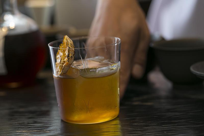 煎り番茶ウイスキーのネグローニ