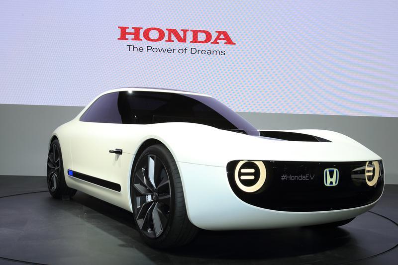 コンパクトな2ドアクーペのボディが印象的なEVのコンセプトモデル、ホンダ「スポーツ EV コンセプト」