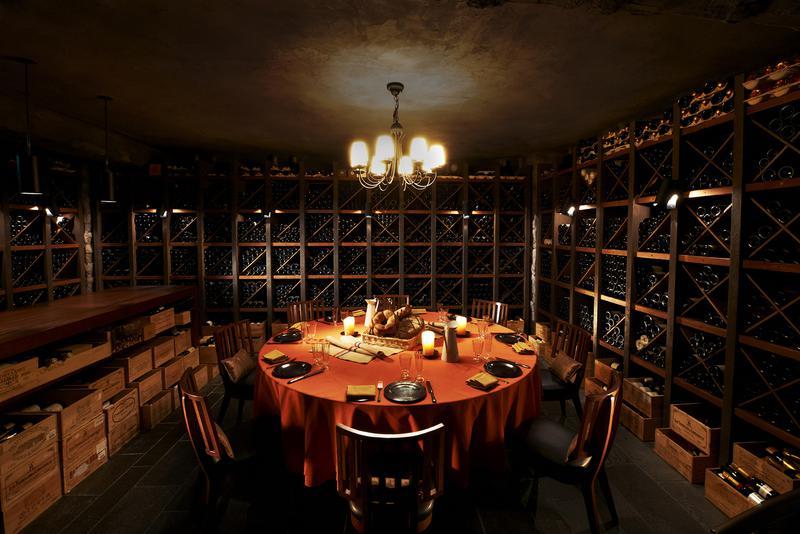 マンダリン オリエンタル 東京」の12店舗あるレストランとバーのボトル管理を一手に担っているワインセラー