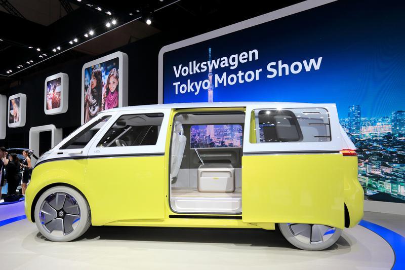 往年の「タイプ2 マイクロバス」をイメージしたフォルクスワーゲンのEVモデル「「I.D. BUZZ」。完全自動運機能を持ち、2022年に市販される予定