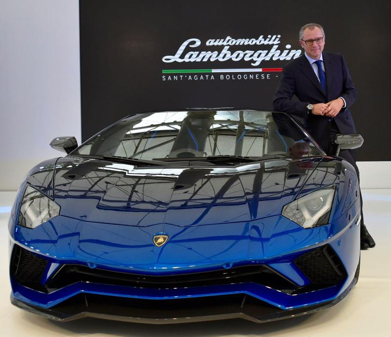 「アヴェンタドールSロードスター50thアニバーサリージャパン」とステファノ•ドメニカリCEO