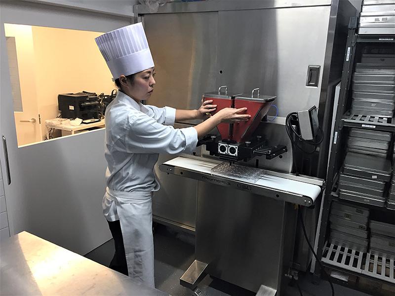 「クーベルチュール」から「ガナッシュ」を作る機械