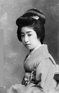 萬龍(まんりゅう)。明治40年に「文芸倶楽部」が実施した全国百美人の読者投稿で1位を獲得した芸妓