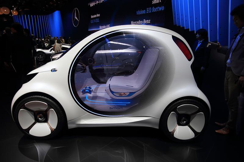 未来のカーシェアリングを想定した完全自動運転のコンセプトカー「スマート ビジョンEQ フォーツー」