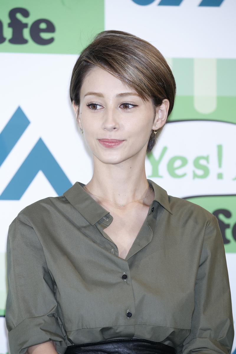 ダレノガレ明美さん。父親は日本人とブラジル人のハーフ、母親はイタリア人