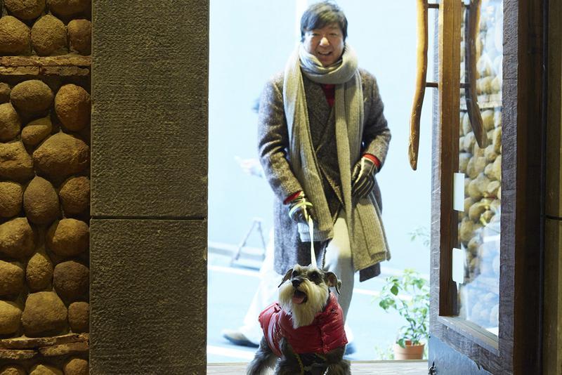 小川カズさんと愛犬のグリ姫(ミニチュア・シュナウザー、4歳)