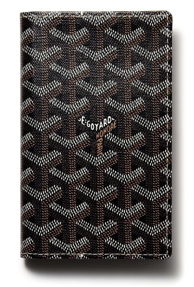 文庫本をスリムにしたハンディなサイズ感が手に馴染みやすい「カンボン」。スーツの内ポケにしまえるため、手ブラ派にもオススメです。[W9.5×H15.5×D2.2cm]3万6112円/ゴヤール(ゴヤール ジャパン)
