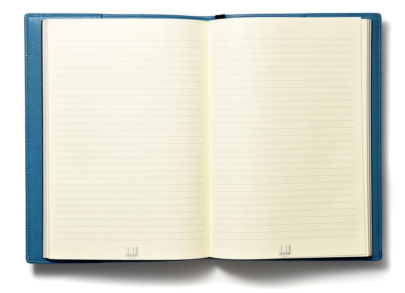 付属するのは手帳ではなくシンプルな罫線入りのノートですが、全ページにロングテールロゴがあしらわれているため無駄遣いはできません。もし手帳として使うなら、A5サイズの汎用品を選んでセットするのがよろしいでしょう。