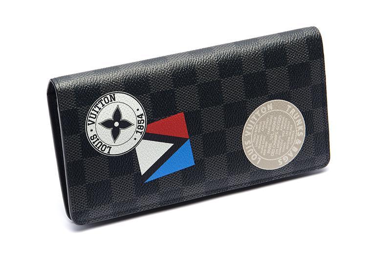 マチも薄めの「ポルトフォイユ・ブラザ」は、ジャケットの内ポケットにもすっきり収納できるスマートな長財布。ビジネス・エグゼクティブに特にオススメの逸品です。7万8000円/ルイ・ヴィトン(ルイ・ヴィトン クライアントサービス)
