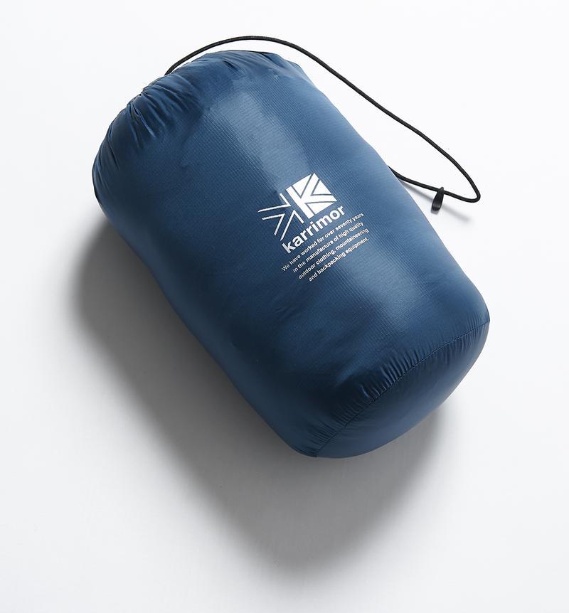 付属のスタッフバッグに収納すればコンパクトに。トートバッグやデイパックにポイと入れて持ち歩けるサイズです。