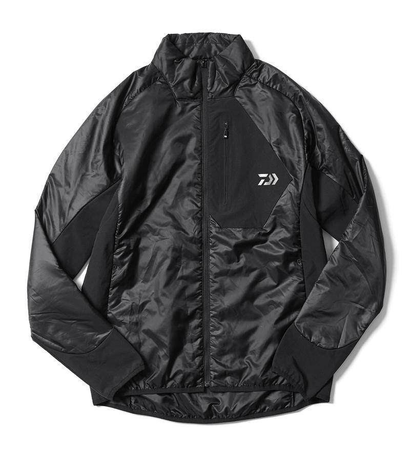 こちらはPRIMALOFT® に、ダウンとフェザー混合の機能中綿を採用したジャケット。軽さと柔らかさが自慢ですから、インナージャケットとして着用しても動きやすさはお墨付きです。しかも脇はストレッチ素材で切り替えられていて、ハードな動きにも対応します。合わせ方次第で3シーズン使えるから、買っておいて損はないのでは? 1万9900円/ダイワ(グローブライド)