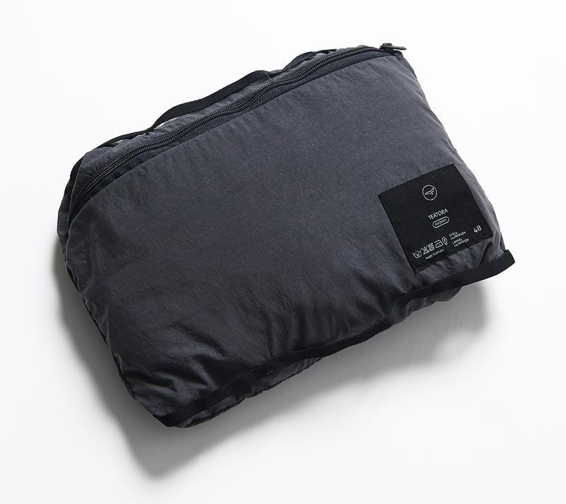 「ハンズフリー」シリーズは、すべてパッカブル仕様。このコートも専用のパックに収納することが可能です。出張の際にも重量や大きさを気にせず、気軽に持ちだせるコンパクトサイズにパックできてしまいます。