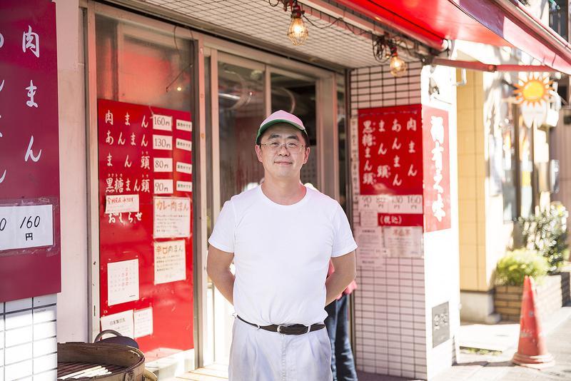 鹿港のオーナー、小林貞郎さん。台湾で肉まんの魅力を知り、日本で広めるべく修業した経歴の持ち主です。