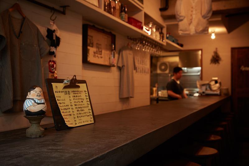 ペタンク/わずかカウンター8席の店内はシェフ山田武史さんの目の届くサイズ感。