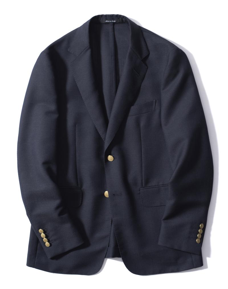 スマートなシルエットながら、程よいラペル幅でしっかり大人っぽい雰囲気を醸せるダンヒルのブレザー。上質ウールを使用した生地はざっくりしたホップサック織りで、シワになりにくいのも利点です。ジャケット26万円/ダンヒル(リシュモン ジャパン)