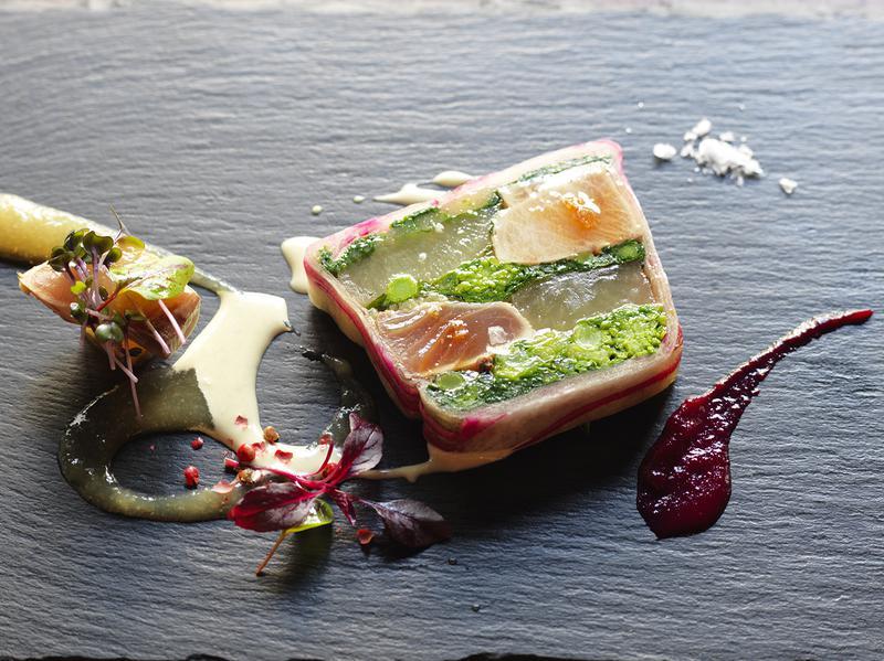 しみいる/あざやかな彩りが目にもおいしい「寒ブリと大根、冬野菜のテリーヌ」(1800円税別)
