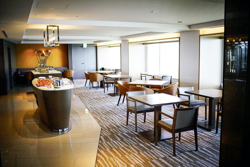 36階のチェックインフロアは、軽食がいつでも楽しめるクラブラウンジ。