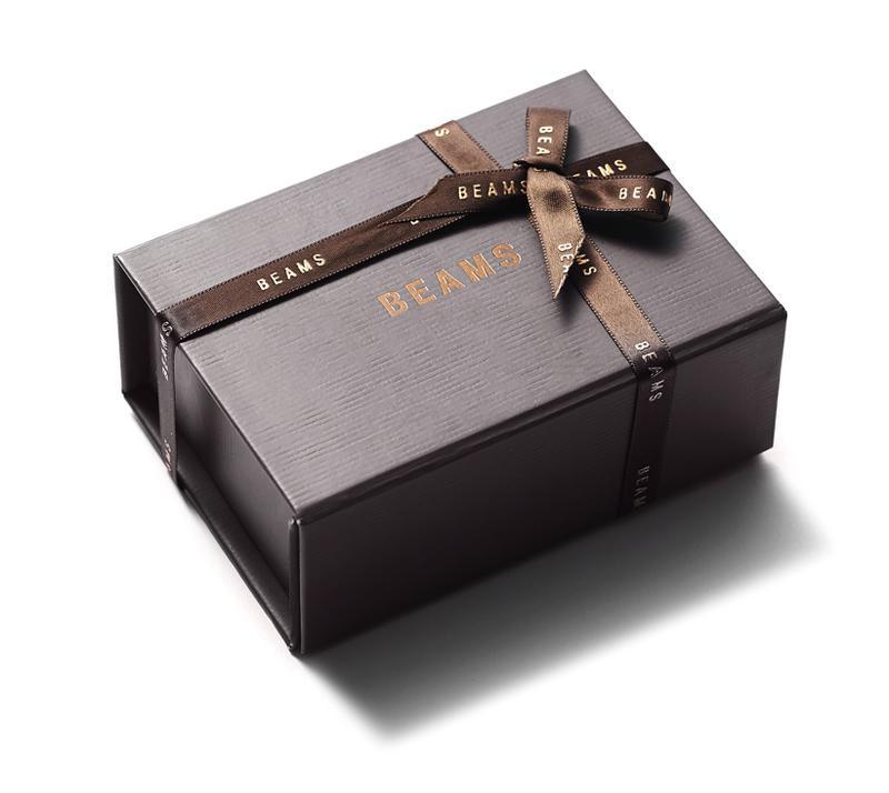 購入して自宅に届くのがこちらのボックス。粋な旅のしおりなども入っているので、さらに旅を楽しむ手助けになりますよ。
