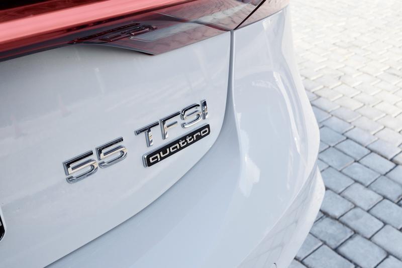 250kWの3リッターガソリン車には「55」のグレード名がつく