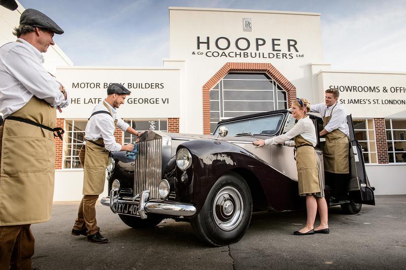 ロンドンのウェストミンスターに1805年に創業したコーチビルダー「HOOPER」。ロールス・ロイスやベントレーなど名車のボディを手がけてきたが1959年に廃業。写真はクラシックカーの祭典「グッドウッド・リバイバル 2014」でロールス・ロイスがHOOPERのショップを復活させたもの。