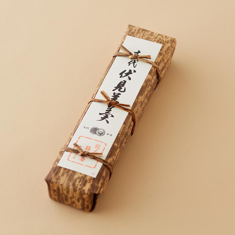 「古代伏見羊羹 煉」1350円 (税込) 。ほかに大納言、栗羊羹のバリエーションもあります。