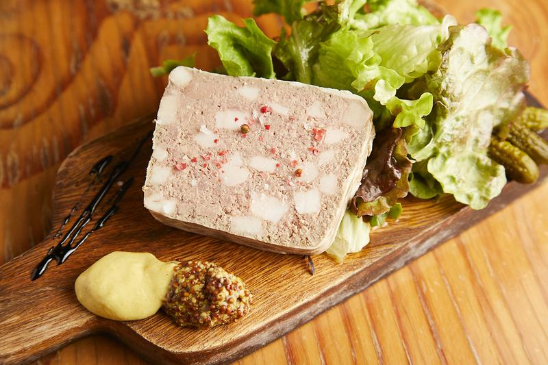 名サイドの「パテ・ド・カンパーシュ」1058円。バルサミコ酢であっさりと味わえます。