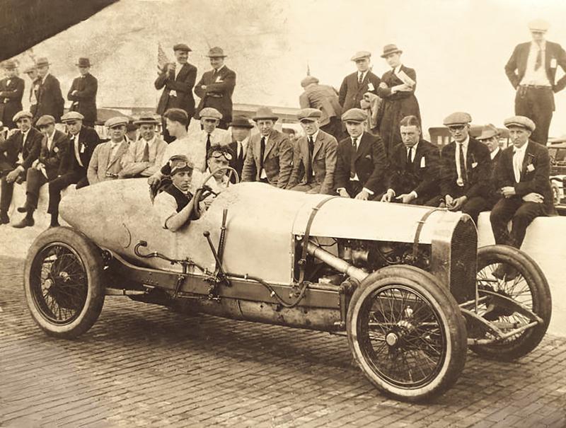 """1920年代のベントレー「3 Litre」。ボディ後端がすぼまった""""トーピドー""""と呼ばれるボディをまとっている"""