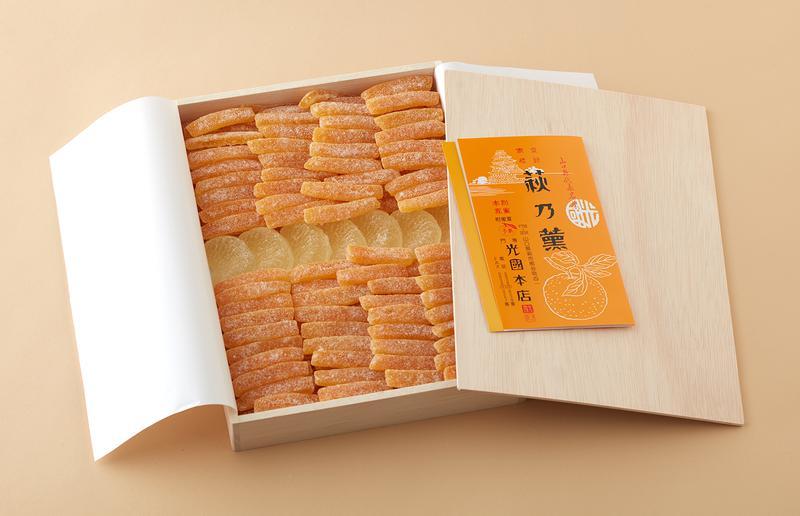 光圀本店 / 夏みかんの皮を細切りにし、蜜煮にしたものと、実のかたちをした琥珀かん「松蔭の里」との詰め合わせ、木箱入り(中)3100円(税別)
