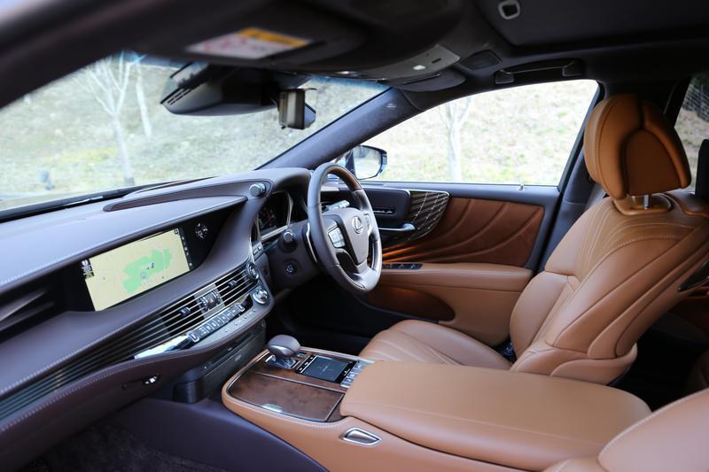 レクサス LS500/EXECUTIVEには細かい調整ができるフロントシートが備わる