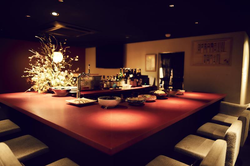 和ノ酒bar 粋月/和モダンな内装にも通じる、風情たっぷりの看板がお出迎え。
