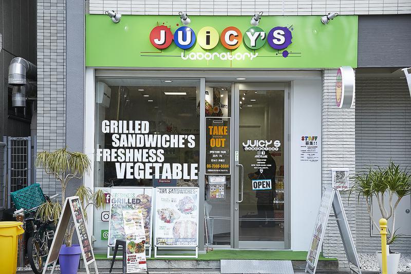 JUICY'S Laboratory(ジューシーズ ラボラトリー)/NYの最新ファストフード店を意識したというハコ。