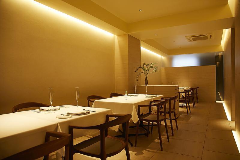 agnel d'or(アニエルドール)/ミニマルな内装が、アート性の高い料理の魅力を一段も二段も引き上げてくれます。