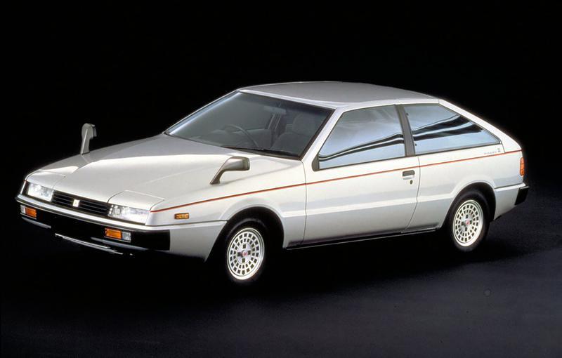 斬新なデザインで当時高い人気を博したいすゞ「ピアッツァ」