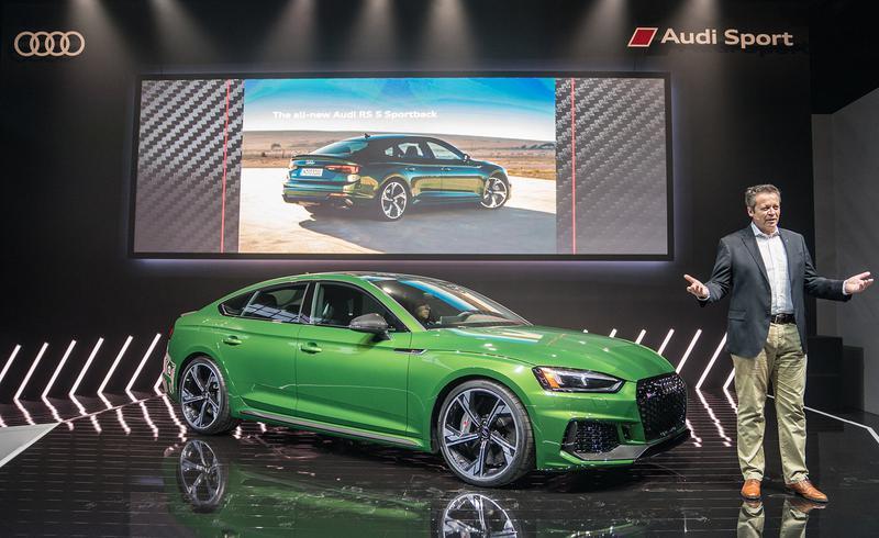 アウディ RS5 Sportbackはポーツクワトロシステムを持ち、通常は前輪に40%、後輪に60%のトルクを配分する